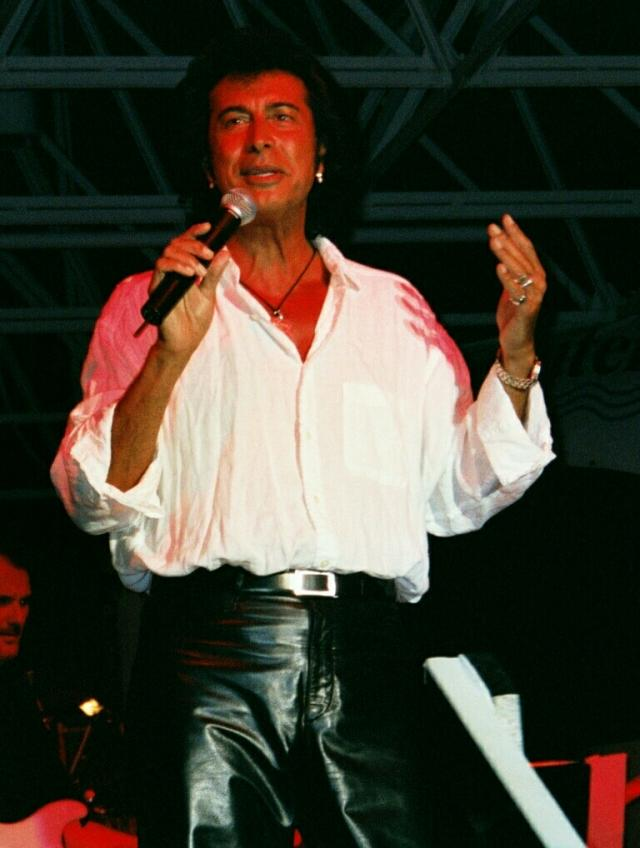 Andy Kim performing in Clearwater, July 2002
